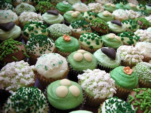 Green Cuppies c/o Crumbs & Doillies